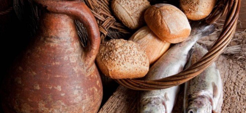 خوردن غذای دریایی و نان قهوه ای - نارنجستان