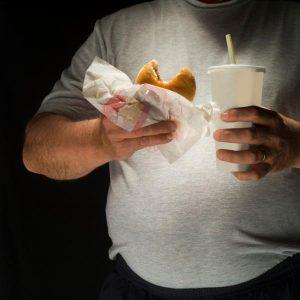 مرد با شکم چاق